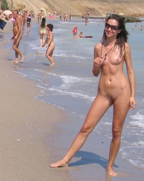 фото голых девушек на общественном пляже