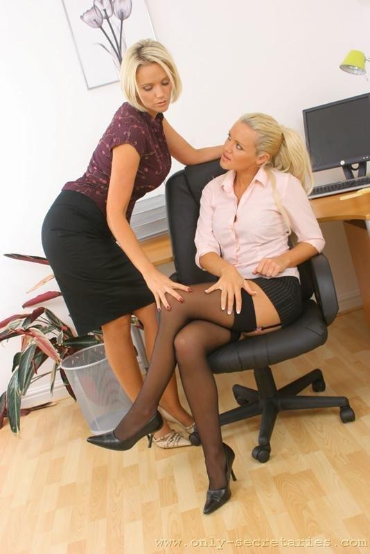 lesbiyanki-v-roli-sekretarya